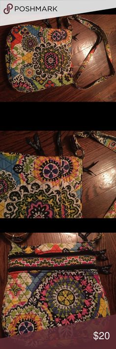 Vera Bradley handbag! Awesome well cared for Vera Bradley In excellent condition! Vera Bradley Bags Shoulder Bags