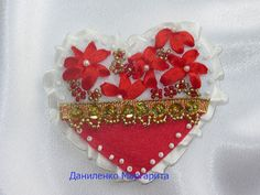 Heart brooch. Felt brooch. Gift for her. Hand by CrochetedStories