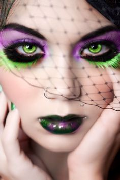 Green and purple - Cool Idea for a poison Ivy costume Goth Makeup, Makeup Art, Eye Makeup, Skull Makeup, Makeup Ideas, Extreme Makeup, Fantasy Make Up, Costume Makeup, Ivy Costume