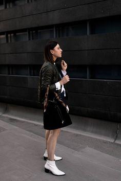 Mode-Tipps und Outfit-Idee: So lässt sich der Minirock auch im Herbst tragen! - Who is Mocca? Casual Chic Outfits, Fashion Weeks, Fashion Magazin, Estilo Blogger, Denim Jacket Men, Playing Dress Up, Fashion Design, Fashion Trends, Fashion Bloggers