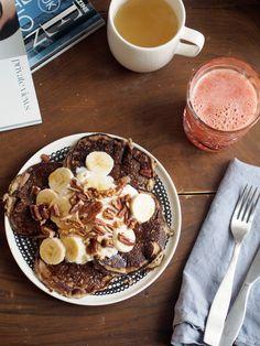 Banaani-maapähkinäpannarit (kahdelle)  1 1/2 kypsää banaania (ylijäävän puolikkaan voi viipaloida pannareiden päälle), 2 kananmunaa, 2 rkl kaurahiutaleita, 1 rkl maapähkinävoita, ripaus suolaa, ripaus aitoa vaniljaa jauhettuna tai rouhittuna.  Laita kaikki taikinan ainekset tehosekoittimeen ja sekoita tasaiseksi. Paista pannarit voissa, mieluiten valurautapannulla ja melko miedolla lämmöllä (ne kärähtävät tavallisia pannukakkuja helpommin).