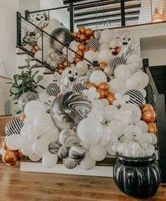 "Balloons Birthdays Inspo on Instagram: ""Is Spooky time 👻👻 Photo credit: @balloontherapy 👌🏾 . #partydecor #party #partyplanner #partyideas #partydecorations #birthdayparty…"""