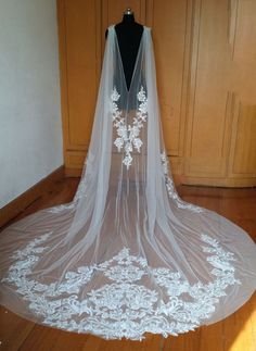 Ivory Applique Detachable Capes Princess Long Removable Wedding Pageant Cloak CloaksCapes