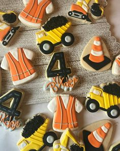 Wouldn't it be awesome if we had actual dump trucks full of sprinkles? Construction Party Cakes, Construction Cookies, Construction Birthday, Cookies For Kids, Fancy Cookies, Cut Out Cookies, Rolled Sugar Cookies, Iced Cookies, Cupcake Cookies