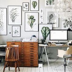 All prints >>> available in my store 👌🏻🌿 Link in bio #workspace #artwork #interiordesign #interiors #plants #botanic #botanicalart #floral #ficus #palm #wooden #vintage #vintagehome #art #artist