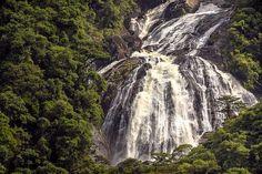 Situada na Rodovia Mogi-Bertioga no estado de SP, a Cachoeira do Elefante é um culto a grandiosidade da natureza.