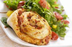 Skinkesnurrer | www.greteroede.no | Oppskrifter | www.greteroede.no Healthy Food, Healthy Recipes, Baked Potato, Potatoes, Baking, Ethnic Recipes, Healthy Foods, Potato, Bakken