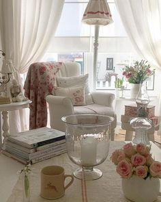 Shabby to Chic: Five Ways to Revamp and Modernize Your Shabby Chic Room - Sweet Home And Garden French Country Decorating, Decor, Cottage Interiors, Shabby Chic Bedrooms, Home, Shabby, Shabby Chic Decor, Shabby Chic Homes, Home Decor
