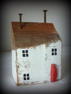 Schönes Deko - Haus aus altem Holz.