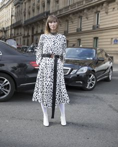 Street style, PFW, inverno 2018: dia 7 - Vogue | Streetstyle