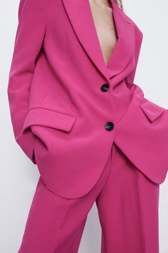 Oversize long sleeve blazer with a lapel collar, front flap pockets, a back vent and front button fastening. HEIGHT OF MODEL: 177 cm. Pink Suits Women, Zara Spain, Zara Home Stores, Zara Outfit, Oversized Blazer, Costume Collection, Winter Outfits, Winter Clothes, Crossdressers
