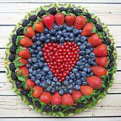 Always a good idea to ask to bring the fruit platter to the potluck (fruit recipes potluck) Fruit And Veg, Fruits And Veggies, Fresh Fruit, Fun Fruit, Fruit Art, Fruits Basket, Fruit Decorations, Food Decoration, Party Trays