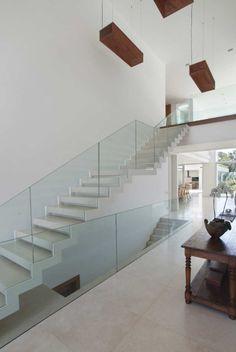 Residência Barra da Tijuca II / Progetto – Gisele Taranto e Izabela Lessa #living #stairs