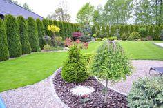 Moj kawałek ziemi a na nim PRZYTULNY - Dzienniki budowy - dzień po dniu - forum.muratordom.pl Sloped Landscape, Landscaping A Slope, Beautiful Flowers Garden, Simple House, Dream Garden, Evergreen, Garden Design, Backyard, Outdoors