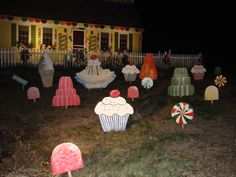 Superb Outdoor Gingerbread House Ideas