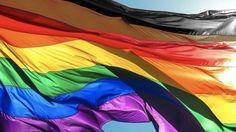 Frente el racismo existente dentro de la propia comunidad LGBT, Filadelfia ha lanzado la campaña #MoreColorMorePride que pretende añadir las franjas negra y marrón a la bandera LGBT en favor de la inclusión de personas de todas las étnicas.