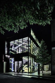 superfuture :: supernews :: tokyo: nike+ run club omotesando opening Fitness Design, Gym Design, Facade Design, Architecture Design, Retail Store Design, Retail Shop, Visual Merchandising, Nike Retail, Retail Windows
