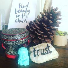 Mini intention altars. I always include nature  #gutsygirlart #gutsygatherings #sacredspace #sacredcircle #trust #entrepreneur #earthmedicine #pinecone #sacredaltar #altarvignette #vignette #beauty #typography #handlettering #creative #affirmation #gutsymantras #onewordmantra