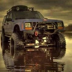 Love off road Jeep Xj Mods, Jeep 4x4, Old Jeep, Jeep Truck, Jeep Cherokee Xj, Cherokee Sport, Badass Jeep, Jeep Camping, Bug Out Vehicle