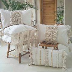 Diy Bedroom Decor, Diy Home Decor, Pillow Inspiration, Diy Pillows, Soft Furnishings, Home Goods, Living Spaces, Salon Ideas, Salon Design