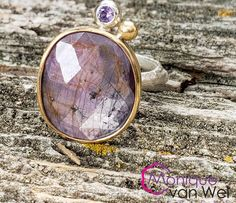 Sapphire in gold ring, bezel setting with Purple hearts carved out on the back of setting,size Purple Sapphire, Natural Sapphire, Crystal Names, Gold Rings, Gemstone Rings, Twig Ring, Wide Band Rings, Gifts For Mom, 18k Gold