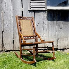 Antique ladies rocking chair sewing rocker walnut orig for Chaise bercante antique