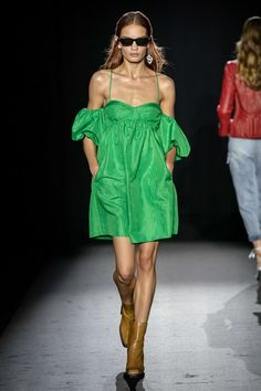 Zadig & Voltaire Spring 2020 Ready-to-Wear Fashion Show - Vogue 2020 Fashion Trends, Fashion Week, Fashion 2020, Runway Fashion, Fashion Brands, High Fashion, Fashion Show, Womens Fashion, Paris Fashion