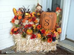 The Smart Momma: Fall Porch Decoration-another idea for staging Thanksgiving Dinner venue! Fall Yard Decor, Fall Decor Signs, Fall Home Decor, Thanksgiving Decorations, Seasonal Decor, Fall Church Decorations, Office Decorations, Hosting Thanksgiving, Harvest Decorations