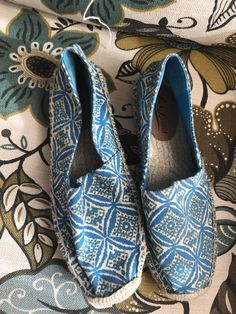 9e5f9400c3c4 Lucky Brand Women s Tashii Canvas Espadrille Flats Blue Ikat Circle 6  886742340969