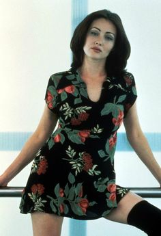 """Shannen Doherty in """"Mallrats"""" 1995 Phoebe Charmed, Charmed Tv Show, Charmed Sisters, Shannon Dorothy, Shannen Doherty Charmed, Beverly Hills, Clueless Outfits, Girl Outfits, Actrices Sexy"""