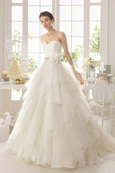 2015 Fabulous Wedding Dress Sweetheart Ball Gown Beaded Waistline With Handmade Flower