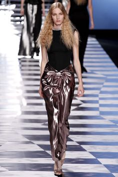 Viktor & Rolf Spring 2013 Ready-to-Wear - Collection - Gallery - Style.com