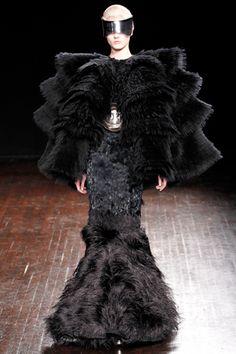 Alexander McQueen Fall 2012 #raven queen