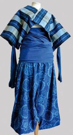 """23-11-11  N°6: 3 Pièces: Boléro-écharpe drapée hanche en coton et laine + manches en viscose + pantalon """"pyjamas """" imprimé de fleurs. Année 1984: COMME DES GARCONS. Photo Eve"""