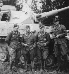 German soldiers with Panzer IV