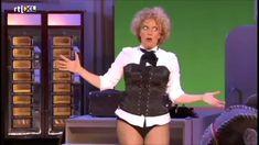 Brigitte Kaandorp - ANWB-echtpaar (Cabaret voor beginners, 2013) Punny Puns, Movie Gifs, Cabaret, Documentaries, Comedy, Movies, Films, Humor, Dutch