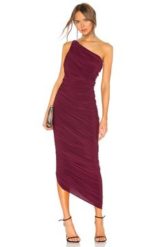 Sorority formal dresses can be expensive, and with so many options out there it can be hard to pick a dress. Don't worry, here are 15 online boutiques that you can order from this spring, and you'll love them! Nice Dresses, Formal Dresses, Wedding Dresses, Dresses To Wear To A Wedding As A Guest, Wedding Guest Looks, Prom Dresses, Sorority Formal Dress, Fall Cocktail Dress, Cocktail Dresses