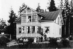 """""""Erikslund"""" på Norra Lagnö år 1892. """"Grosshandlarvilla betecknar i Sverige en typ av större sommarvillor, ursprungligen uppförda av förmögna personer som kunde köpa eller arrendera mark, bland annat i de inre delarna av Stockholms skärgård."""""""