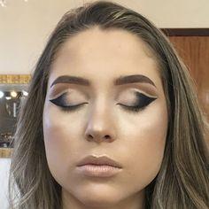 Tutorial Double Cut Crease com um toque de Glitter » Pausa para Feminices Eyebrows, Eyeliner, Eyeshadow, Maybelline, Eye Makeup, Hair Makeup, Lots Of Makeup, Best Eyebrow Products, Beauty Makeup
