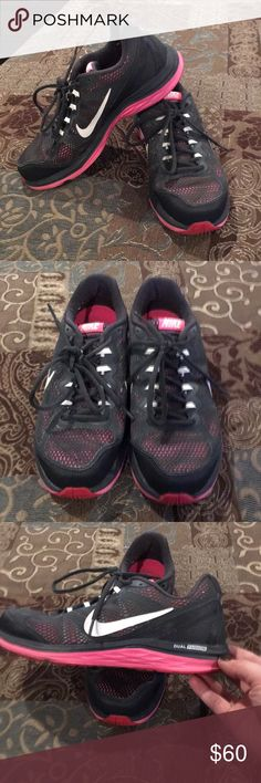 🆕Women's Nike Dual Fusion Run 3🆕 🆕Women's NIKE DUAL FUSION RUN 3 Sneakers; Size 7; EUC AND WORN ONLY A FEW TIMES🆕  NEW LISTING 1/29 ‼️PRICE IS FIRM UNLESS BUNDLED WITH 2 OR MORE ITEMS‼️ Nike Shoes Sneakers