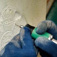 When engraving with a dremel, you should go slow and steady. Dremel Werkzeugprojekte, Dremel Carving, Wood Carving Tools, Dremel Engraver, Dremel Polishing, Dremel 4000, Wood Carvings, Soldering, Dremel Tool Projects