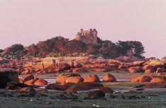 La Côte de granit rose Bretagne - Erich Spiegelhalter #voyage #france #bretagne #bzh http://www.flowersway.com/sejour/randonnee-liberte-la-cote-de-granit-rose-865