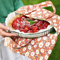 picnic pie bag in flowerly fabric