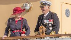 Hans Kongelige Højhed Prins Henrik er afgået ved døden den 13. februar 2018. Hendes Majestæt Dronningen har dekreteret hofsorg til og med onsdag den 14. marts. Der vil indtil tirsdag den 20. februar i tidsrummet kl. 9.00-17.00 være fremlagt kondolencelister i porten i Det Gule Palæ.