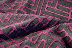 Der Simia High Low wird Sie durch seine besondere Teppichstruktur begeistern. Wie der Name bereits sagt hat dieser Teppich zwei unterschiedliche Florhöhen, die dem kreativen Design eine ganz besondere Ausstrahlung verleihen.