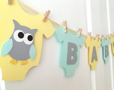 """Bebé mono una sola pieza """"BABY"""" Búho bebé ducha Bandera: Amarillo, menta y género Gris Neutral bebé ducha decoración"""