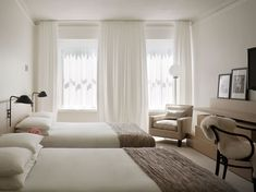 calm and relaxing bedroom, Ian Schrager hotel with Pump Room restaurant, Chicago