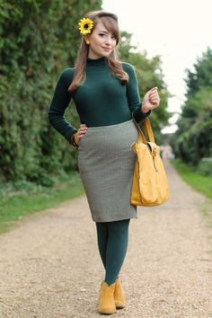 Forest green and mustard yellow autumn look with Collectif Olive jumper Pantyhose Outfits, Tights Outfit, Nylons, Green Tights, Colored Tights, Classy Outfits, Casual Outfits, Cute Outfits, Fashion Fabric