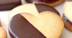 O curioso destas bolachas é serem feitas com gemas cozidas, o que confere à massa uma textura única. Uma receita da chefe de pastelaria Rita Nascimento.