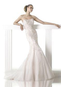 Pronovias 2015 / Sweetheart Neckline Mermaid Wedding Dress - Hong Kong | Designer Bridal Room